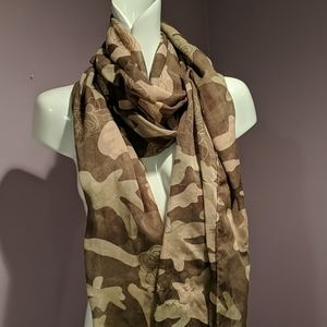 Camouflage floral pattern scarf